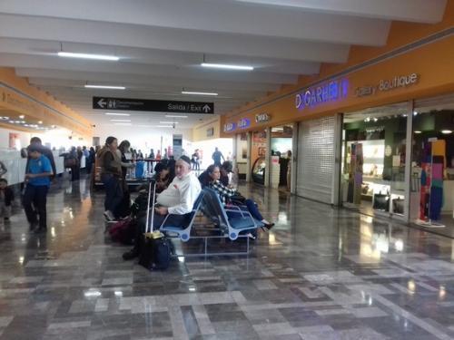Suspenden vuelos en el AICM