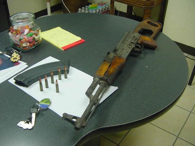 Capturan a asaltante con rifle AK-47