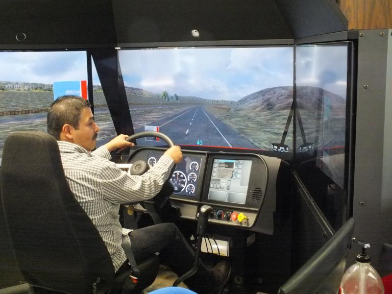 Ofrece la UT capacitación para especializarse como operadores de camiones de carga