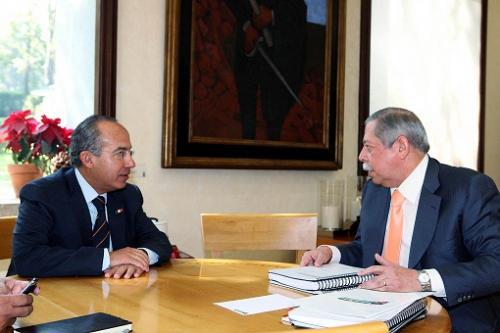 Egidio Torre hace alianza con Calderón