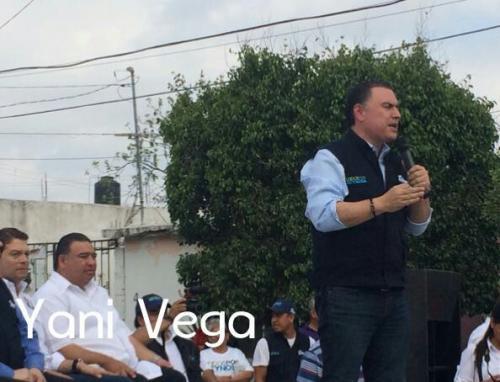 Policía cubre con su cuerpo a niños de balacera en Reynosa