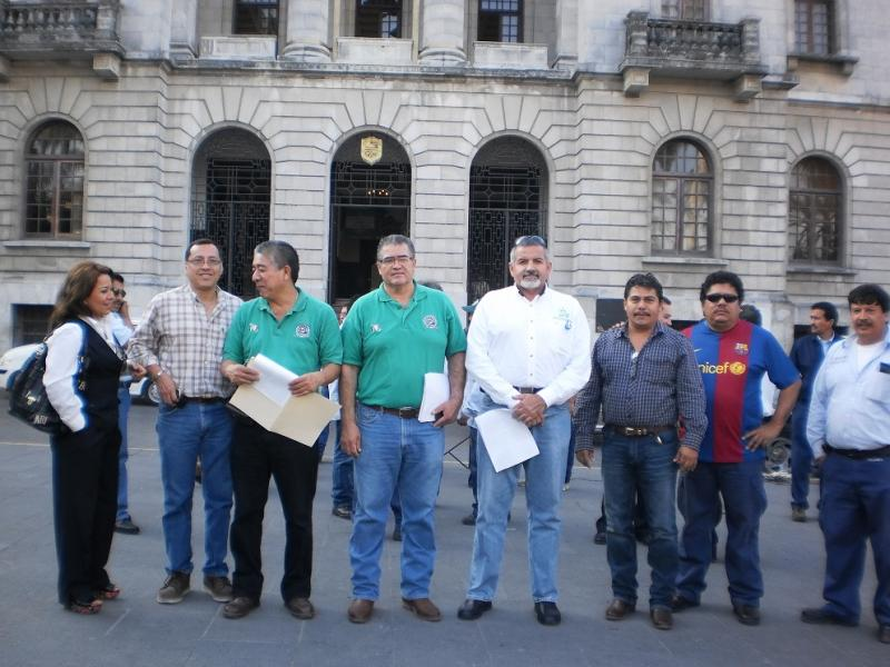Protestan 300 telefonistas, exigen a Calderón cambio de régimen político, económico y social