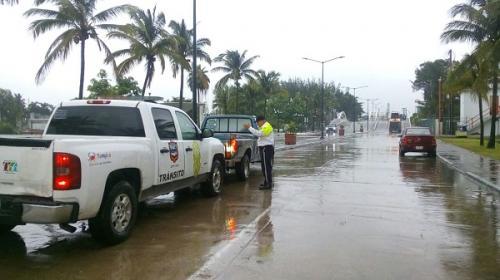 Comando armado roba joyería y toma como rehén a menor en Tampico