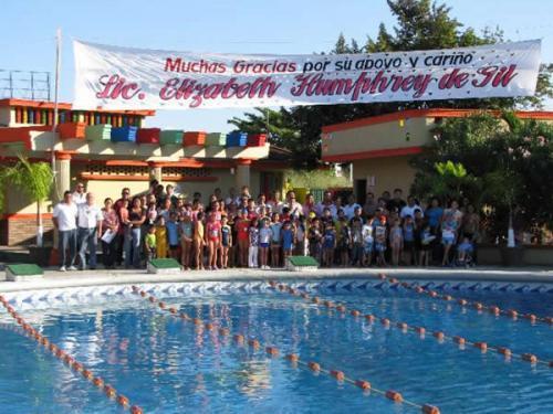 En 3 años, 689 personas de todas las edades aprendieron a nadar