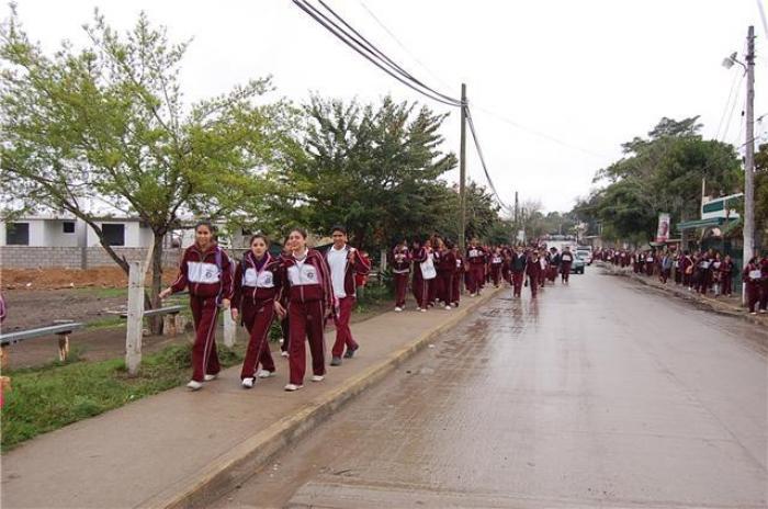 Evacuan a 400 alumnos de la secundaria técnica 55 de Altamira.
