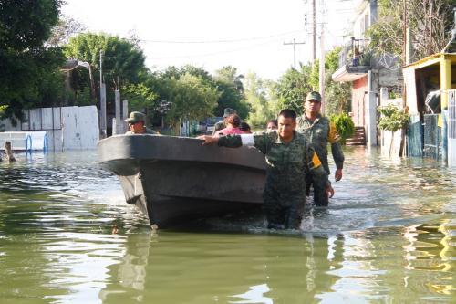 Ejercito realiza rescate de familias
