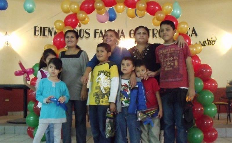 Celebran posada para hijos de periodistas
