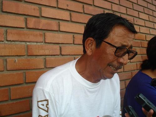 Vuelca combi Urban con 7 trabajadores en el boulevard de los Ríos