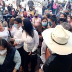 Golpes, empujones y huida de funcionarios durante protesta de colonos